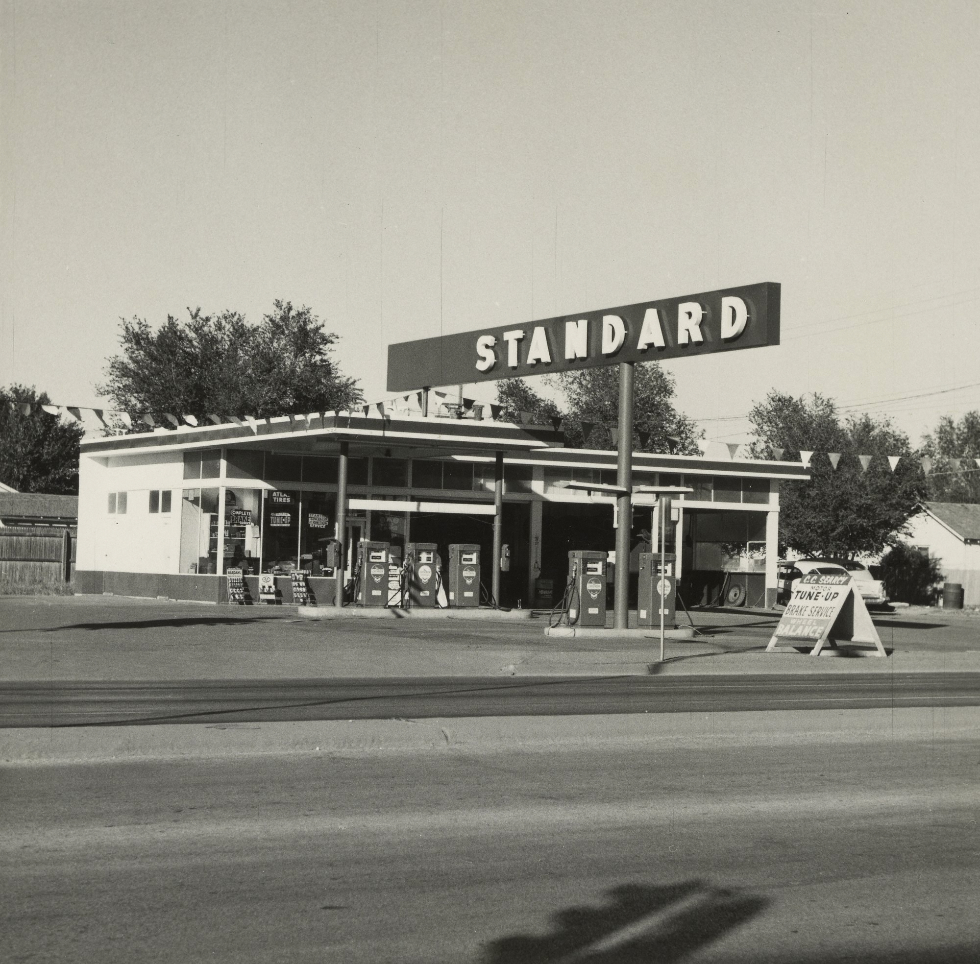 Ed Ruscha. 'Standard, Amarillo, Texas,' 1962, gelatin silver print, 4 5/8 in. x 4 3/4 in. Sheet: 12.9 x 12.6 cm (5 1/16 x 4 15/16 in.) Accession No. 2011.54.9 Copyright: © Ed Ruscha Object Credit: The J. Paul Getty Museum, Los Angeles