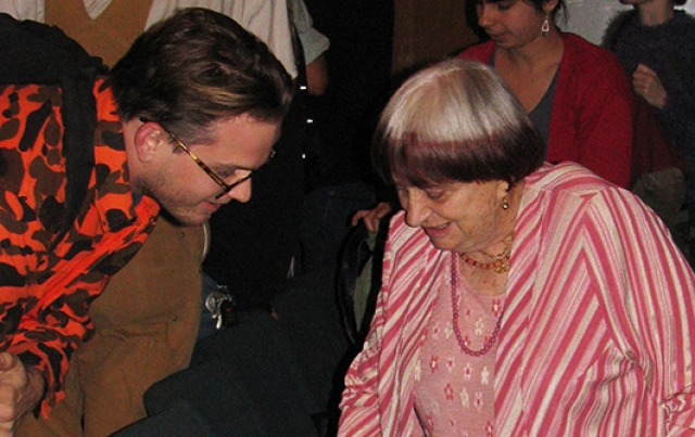 Agnès Varda with a student at CalArts. | Photo: Stuart Frolick