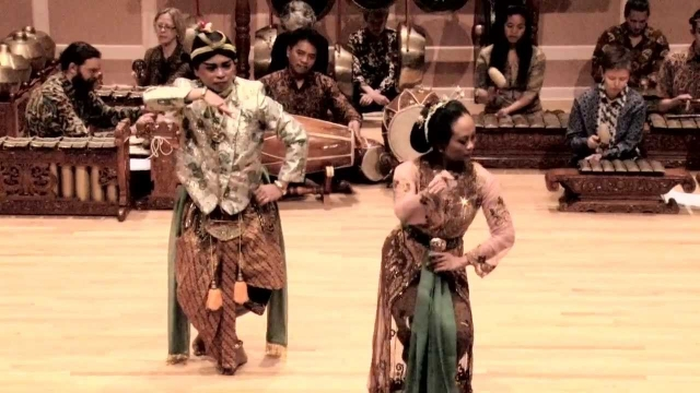 Refined dance by Tri Sutrisno and Baghawan Ciptoning