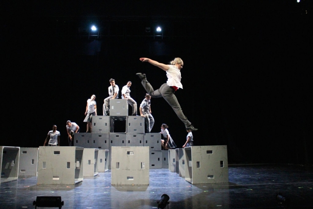 CalArts' dancers rehearse 'Cubicle' for the Winter Dance Concert 2015. (Image: The Sharon Disney Lund School of Dance at CalArts)